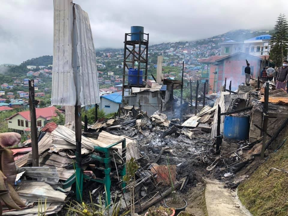 At least one house caught fire in Hakha after junta soldiers shelled the town on Saturday night (The Chinland Post)